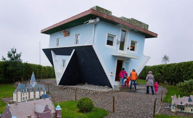Fejtetőre állított ház