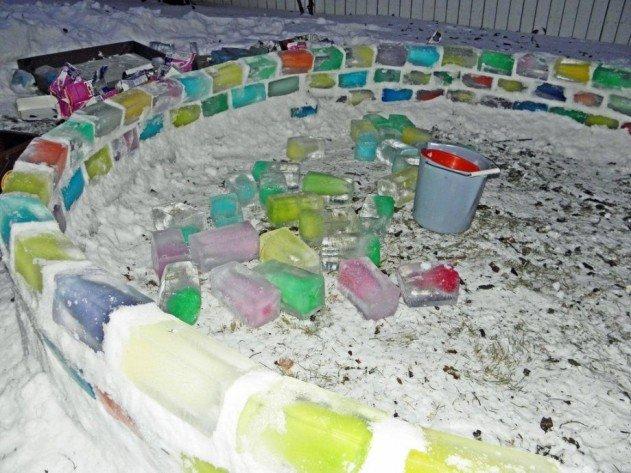 szivárvány színű iglu tejes dobozokból - úgyse fog elolvadni, úgyhogy most pihenünk egy kicsit