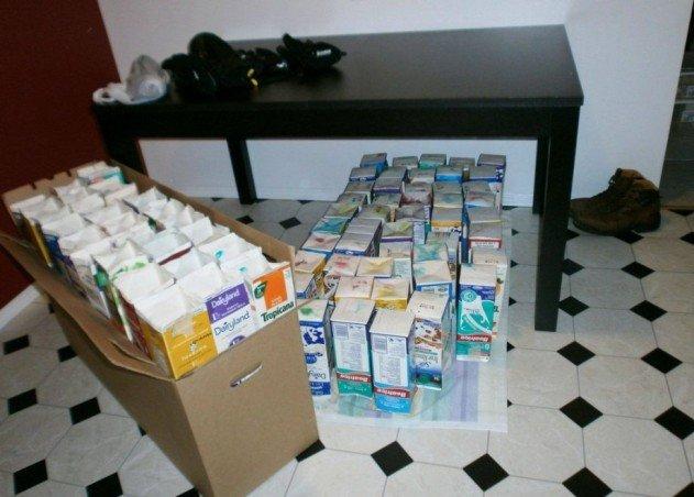 szivárvány színű iglu tejes dobozokból - a tejes dobozok