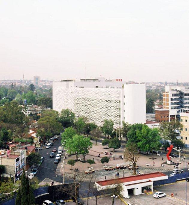 mexikoi-korhaz-eszi-a-szmogot-02