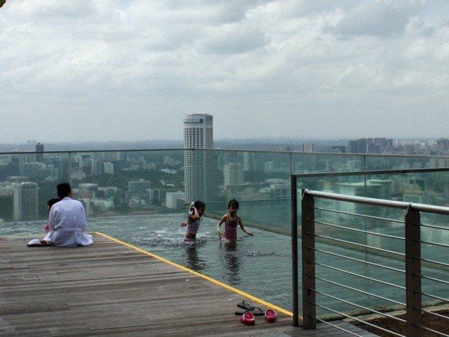 szingapur-marina-bay-sands-hotel-vegtelen-medence-11
