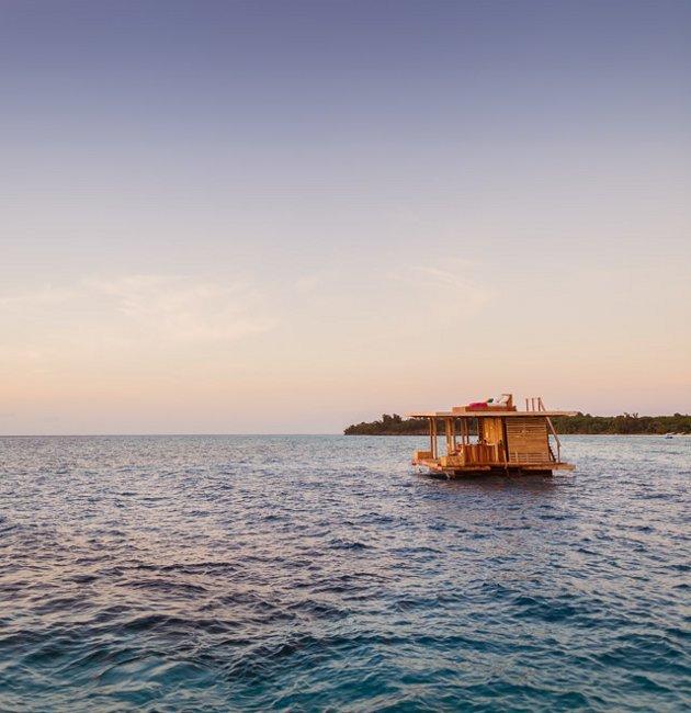 hotelszoba-a-vizen-viz-alatti-haloszobaval-03