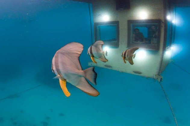 hotelszoba-a-vizen-viz-alatti-haloszobaval-06