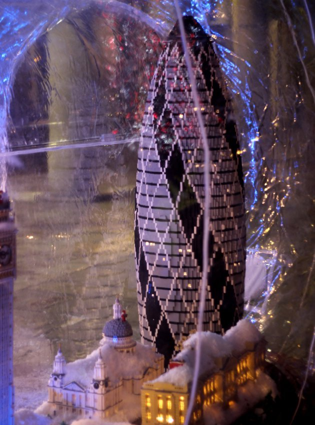 london-lego-hogomb-snow-globe-covent-garden-13