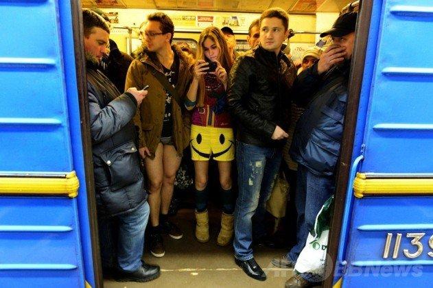 nadrag-nelkuli-vasarnapi-metrozas-no-pants-sunday-01