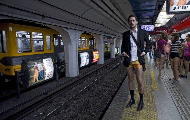 nadrag-nelkuli-vasarnapi-metrozas-no-pants-sunday-23